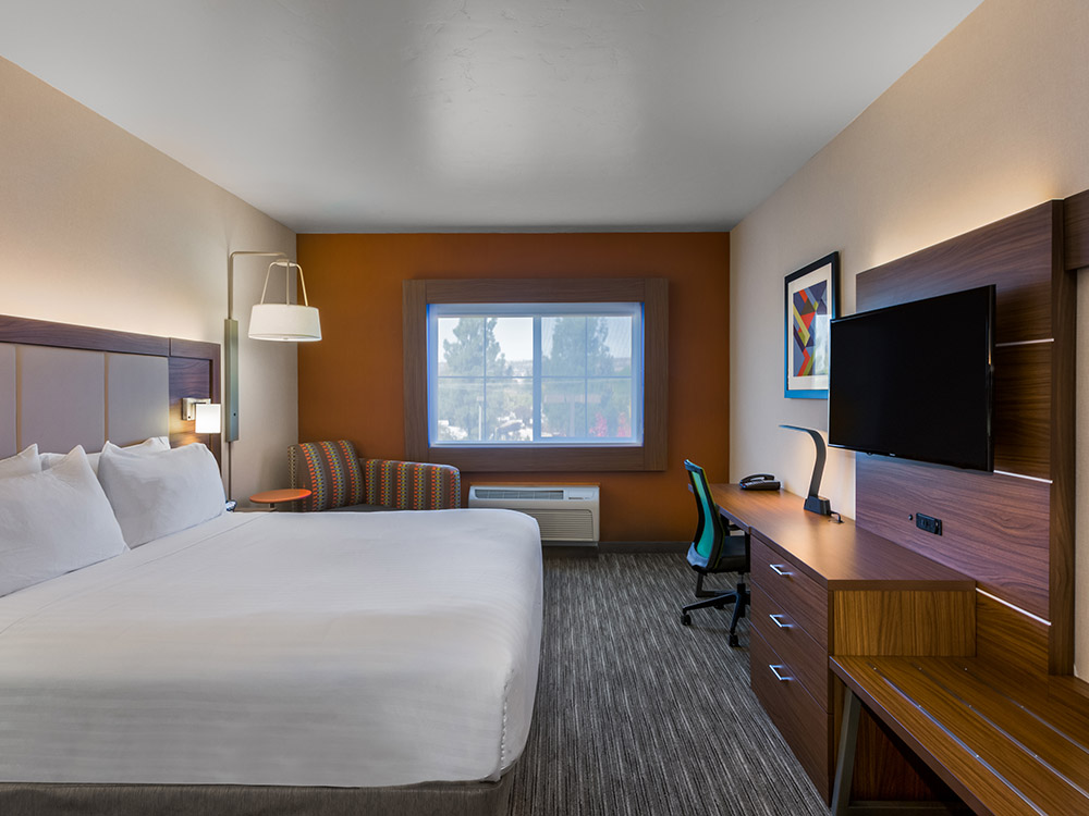 Guest room, Lake Oroville hotel, IHG hotel